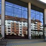 A jól tanuló orvostanhallgatók kárára emelték a Semmelweis Egyetem hökösei a saját fizetésüket