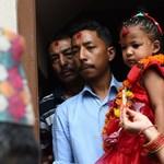 Egy hároméves kislány az új, élő istennő Nepálban