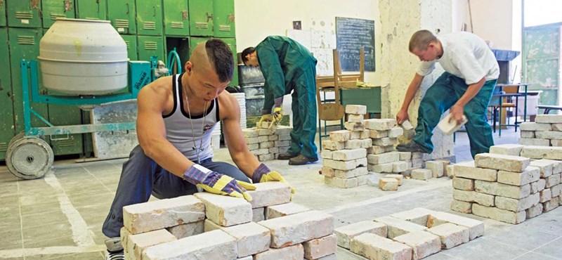 Hattyúdalát énekli az építőipar, a szaktárcán múlik, hogy lehúzzák-e rá a függönyt