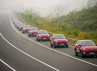 55 sofőrnélküli autóból álló konvoj került be a Guinness-rekordok könyvébe