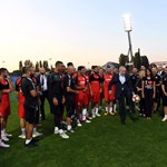 Netanjahu beállt passzolgatni a Bozsik Stadionban - fotó, videó