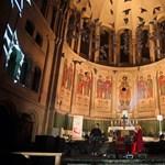 Megőrültek Nyugaton, hogy elektronikus zenét bömböltetnek egy templomban?