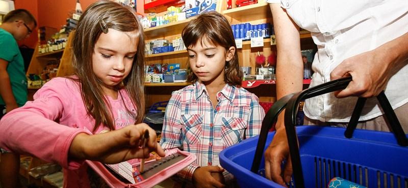 Hány éves korig jár az iskoláztatási támogatás?
