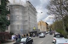Kétszáz méteres sor áll oltásért a Városmajor utcában