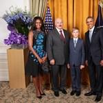 Lukasenko megismételte Orbán Obama-fotóját, és neki sem sikerült megugrania a lécet