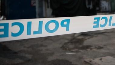 Vonattal ütközött egy autó Győrnél, a balesetben egy ember meghalt