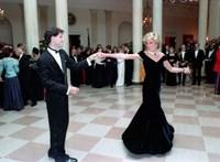 Eladó az éjkék ruha, amielyben Diana hercegnő Travoltával táncolt