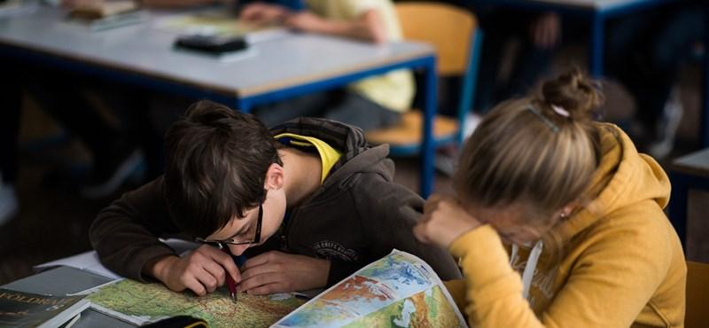 A botrányos tankönyvekhez méltók az új digitális tananyagok