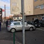 Autók csattantak a Kassai téren, de már járnak a trolik – fotó