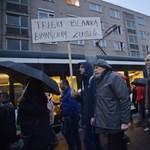 Több ezer tanár, szülő és diák tüntetett több városban