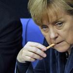 Merkel tetteket vár Görögországtól