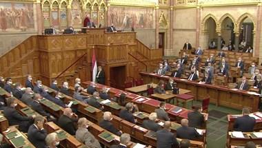 A kormánypártok már csak röhögtek a harmadik ingyenes koronavírustesztet követelő ellenzéki kérdésen