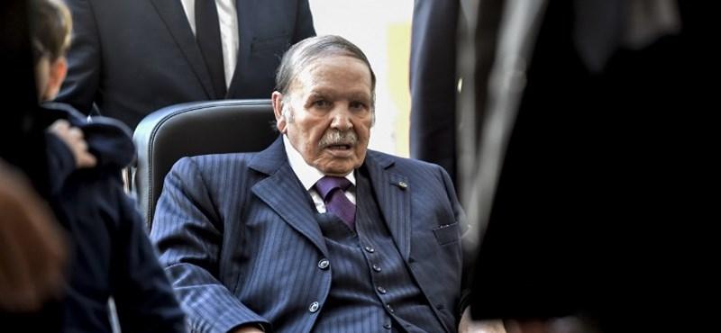 Utolsó gesztusként elnézését kért népétől a lemondott algériai elnök