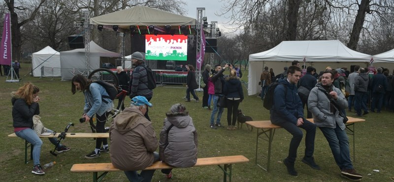 A Momentum nem kér a politikai ünnepből, de Fekete-Győr igen