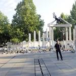 A megszállási emlékműtől a kormánypopig: ezek a jobboldal kultúrharcának bevethető elemei