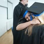 Rossz hír az egyetemistáknak: több millió forint múlhat azon, időben megszerzitek-e a diplomát