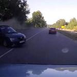 Videó: Így bombáz ki az útról egy Mazda egy Mitsubishi Pajerót
