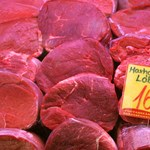 Nem csak hús, zászló is lesz a hentespultban januártól
