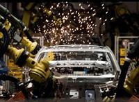Alkatrészhiány sújtja az autóipart, rövidített munkaidőt vezetnek be a legnagyobb német gyárakban