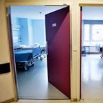 A nyelvtudása miatt vizsgáltak egy Angliában dolgozó magyar orvost, aki korábban veszélybe sodort egy gyereket
