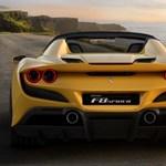 Itt a legújabb Ferrari, a szélvész gyors, nyitott tetős F8 Spider