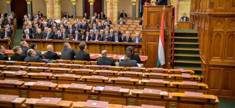 Nekiáll az Országgyűlés a hatodik alkotmánymódosítás előkészítésének