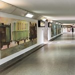 A művészeti szakközép diákjai telefestették a nyíregyházi vasútállomást