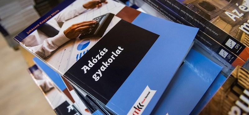 Köznevelési államtitkár: több mint 600 ezer tankönyvet rendeltek utólag az iskolák