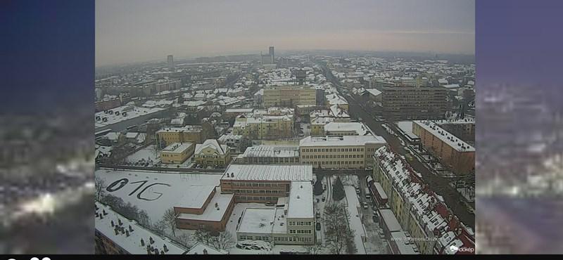 Fotó: Szolnokon is feltűnt a hóban az O1G