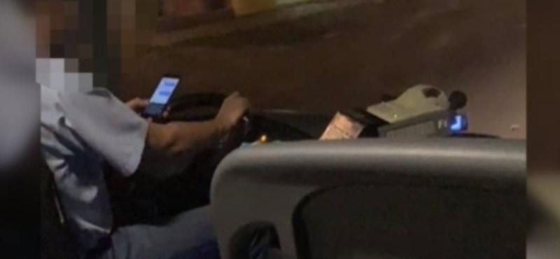 Vezetés közben a mobilját nyomkodta egy Bajára tartó busz sofőrje