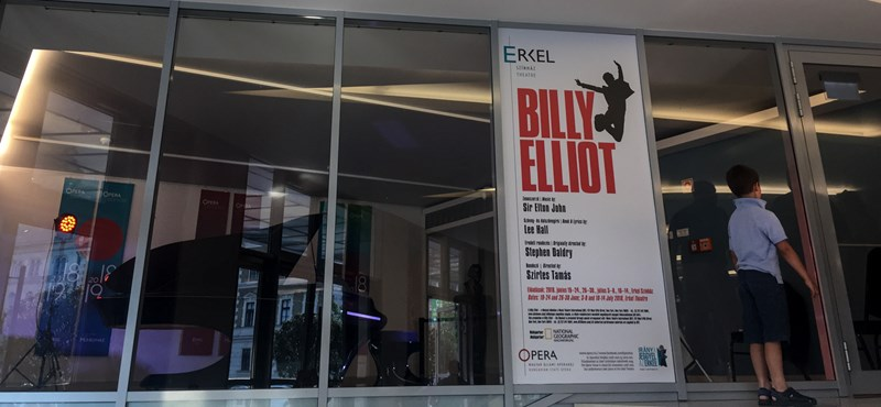 """""""A Magyar Idők nem rontott neki a Billy Elliotnak"""" – dühöngve hárít a kormánylap főszerkesztője"""