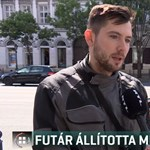 Kitüntették a pizzafutárt, aki saját robogójával állított meg egy ámokfutót Budapesten