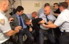 A DK nem csak az MTVA fegyveres őreit, a rendőröket is feljelentené