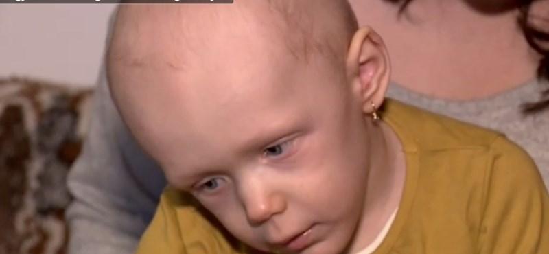 Fogyatékkal élők segítettek a rákbeteg kislányon