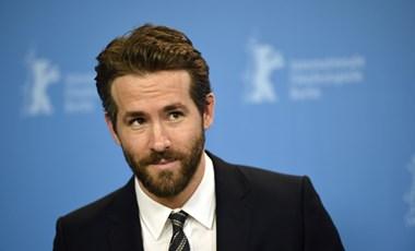 Ryan Reynolds pórul járt a beöltözős karácsonyi bulin, és ezt fotó bizonyítja