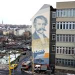 Hatalmas falfestmény az egyik fővárosi iskola épületén: fotó