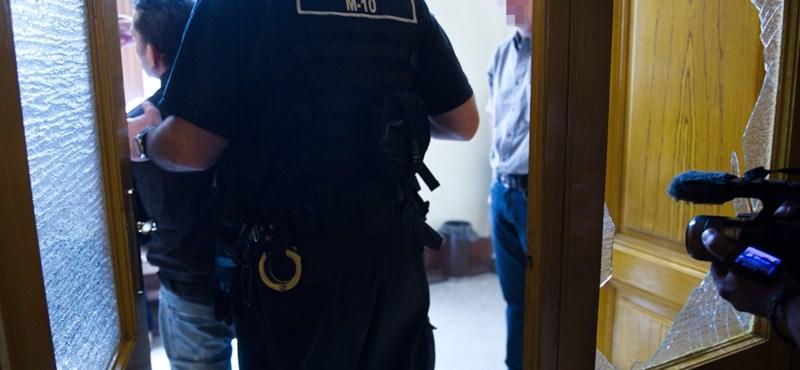 Verekedés tört ki egy budapesti bírósági tárgyaláson