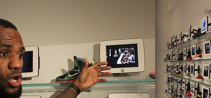 iPadek kalauzolják a vevőket a cipőboltban [videó]