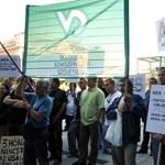 Hiába tüntettek az amerikai követségnél, három hónapja nem kapnak bért