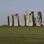 Sírokat találtak Stonehenge mellett