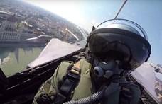 Videó: Ezt látták a Gripenek pilótái, amikor augusztus 20-án áthúztak Budapest felett
