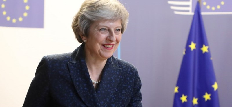 Lázadnak a brit miniszterek – így váltható le Theresa May miniszterelnök