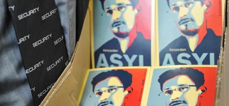 Snowden három évre szóló tartózkodási engedélyt kapott Oroszországban