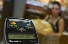 Az MNB megtartaná a 15 ezres értékhatárig a PIN-kód nélküli vásárlást