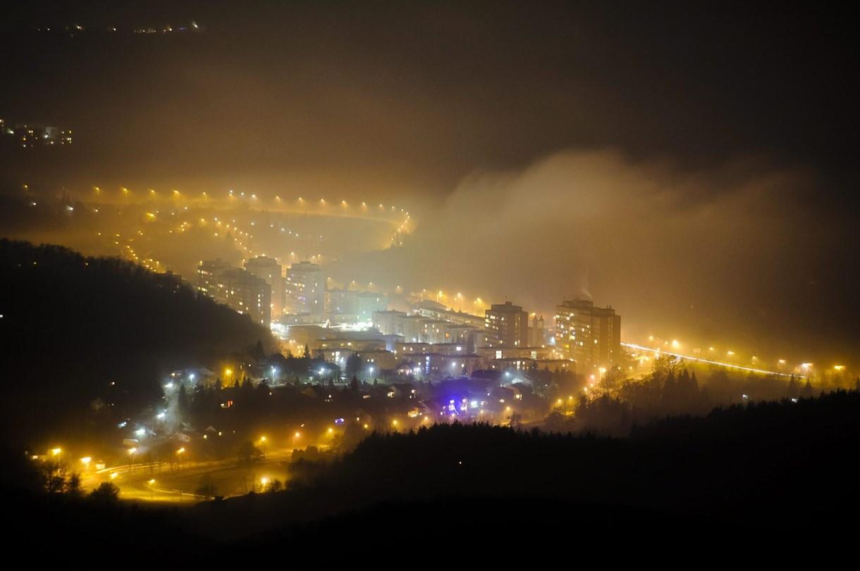 Gyönyörűvé tette Salgótarjánt az esti köd – fotó