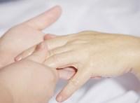 Ezek után tényleg gyakran mosson kezet: a koronavírus 9 órán át marad aktív a bőrön