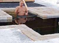 Vlagyimir Putyin –20 fokban merült jéghideg vízbe