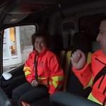 Emléktáblát kap a mentősöktől a Szomszédok