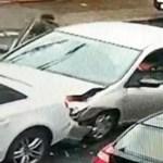 Figyeljen, mert gyorsan vége – számolja, hányan ugranak ki a koccanás után ebből a Honda Civicből