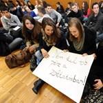 Újabb pécsi gimnáziumokban tiltakoztak a keretszámcsökkentés ellen